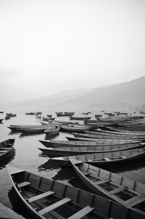 Phewa-Lake B&W - fotokunst von Marco Entchev