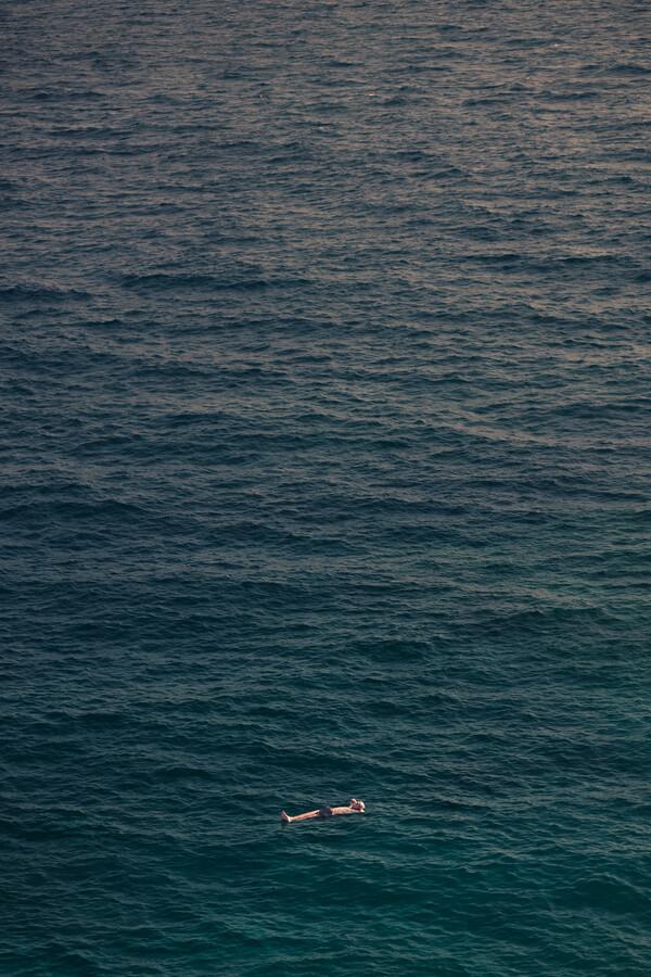 Deep Ocean Solitude - fotokunst von AJ Schokora