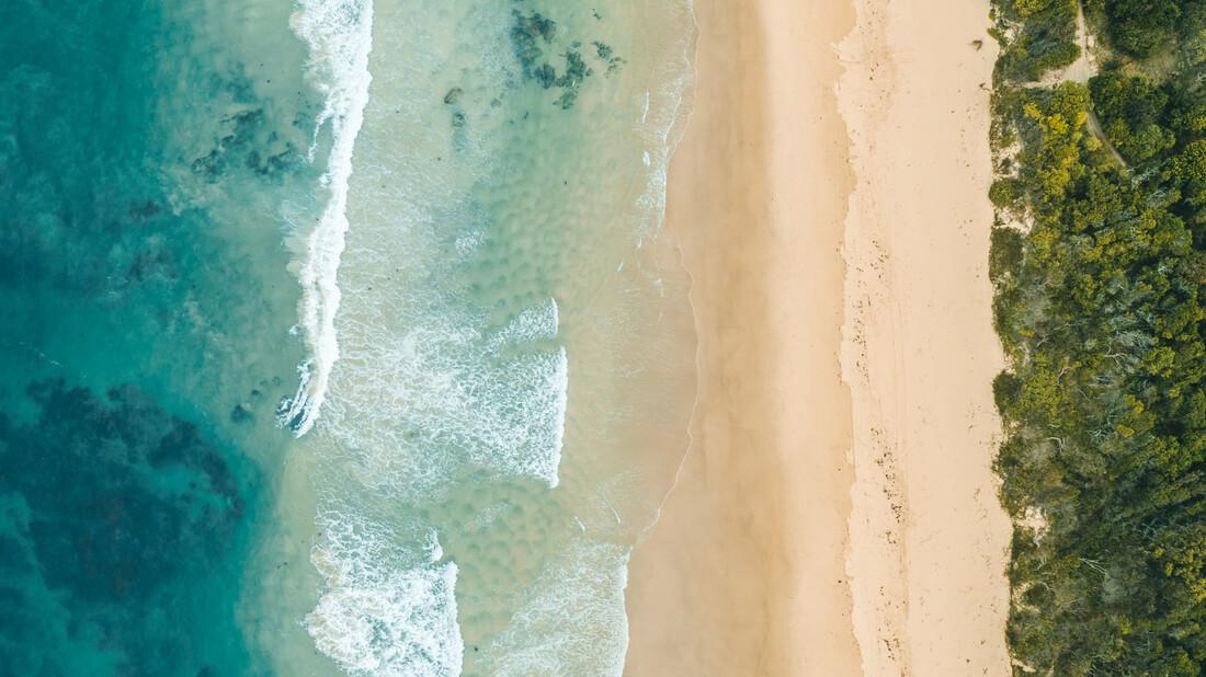 pristine beach - fotokunst von Leander Nardin