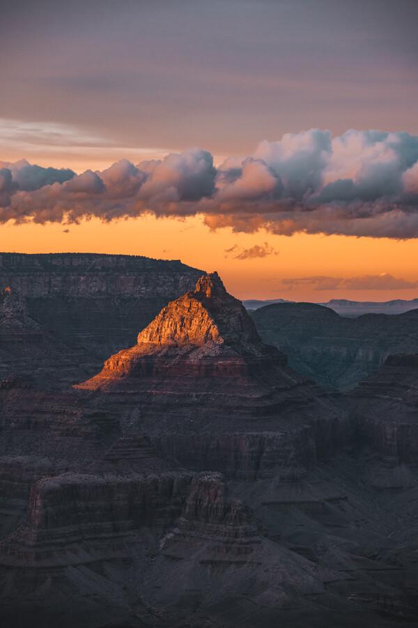 illuminated peak - fotokunst von Leander Nardin