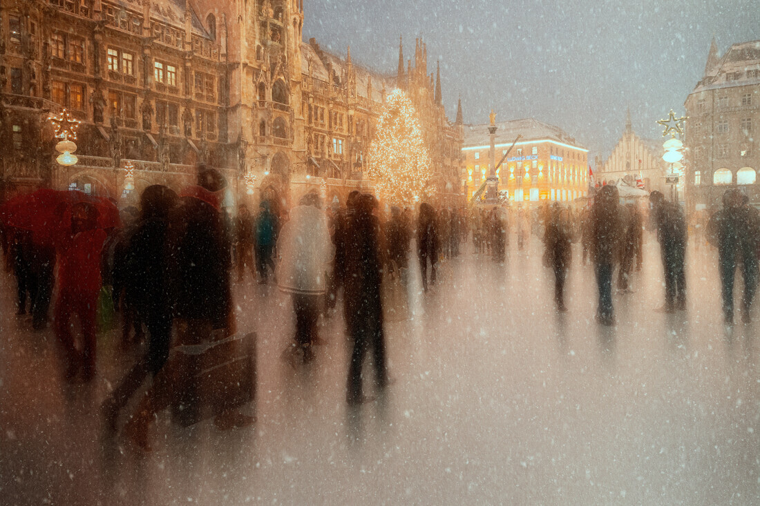 Christmas shopping - Fineart photography by Roswitha Schleicher-Schwarz