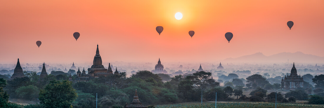 Sunrise over the temples in Bagan - Fineart photography by Jan Becke