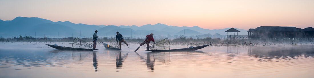 Intha fishermen on Inle Lake in Myanmar - Fineart photography by Jan Becke
