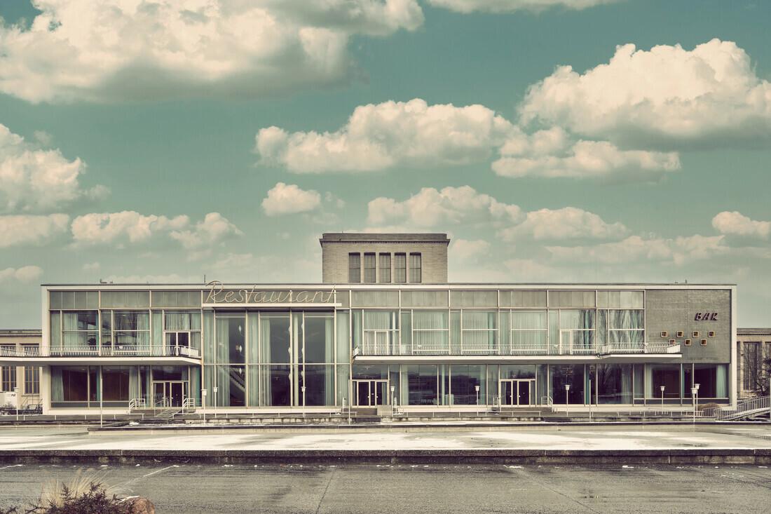 Palais Am Funkturm - fotokunst von Michael Belhadi