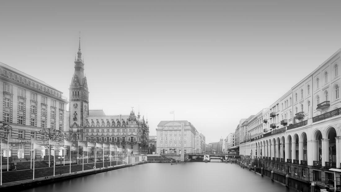 Hamburger Cityscape - Rathaus and Alsterarkaden - Fineart photography by Dennis Wehrmann