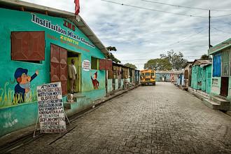 Frank Domahs, Eine kleine Schule in Sité Soley (Haiti, Latin America and Caribbean)