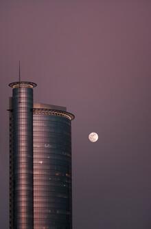 AJ Schokora, Full Moon (China, Asien)