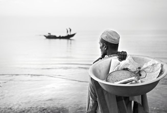 Jakob Berr, Merchant waiting to buy fish (Bangladesh, Asien)
