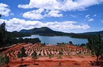 Silva Wischeropp, Blauer See in Da Lat (Vietnam, Asien)