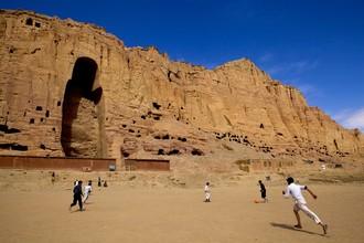 Rada Akbar, Boys Play football in front of Buddha  (Afghanistan, Asia)