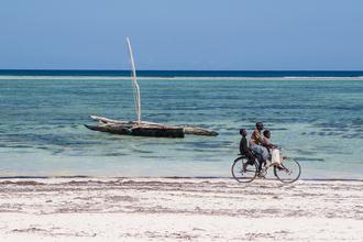 Strandrad - fotokunst von Mathias Becker