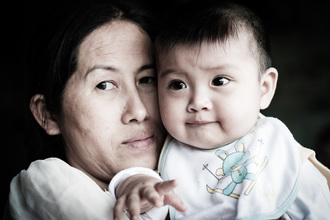 Mathias Becker, Mother and Child (Vietnam, Asia)