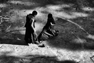 Jagdev Singh, buddhist monks playing football (Nepal, Asien)