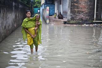 Jashim Salam, monsoon causes tidal surge (Bangladesh, Asia)