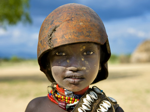 Erbore tribe kid, Ethiopia - Fineart photography by Eric Lafforgue