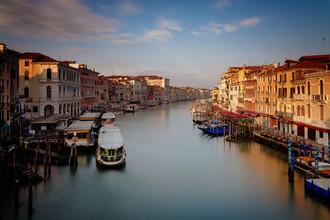 Dennis Wehrmann, Sonnenaufgang Rialto Brücke Venedig (Italien, Europa)