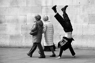 sunday walk - fotokunst von Olah Laszlo-Tibor