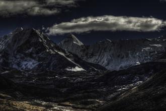 Regis Boileau, Iron forge & barren moon (Nepal, Asien)