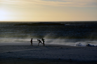 Gabriele Brummer, Children at the beach (South Africa, Africa)