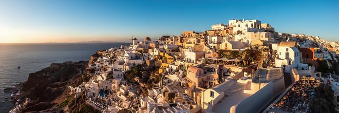 Jean Claude Castor, Santorini - Oia Panorama bei Sonnenuntergang #2 (Griechenland, Europa)