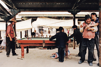 Billard, Tibet, 2002 - fotokunst von Eva Stadler