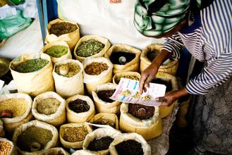 Bénédicte Salzes, Buying spicies (Ethiopia, Africa)