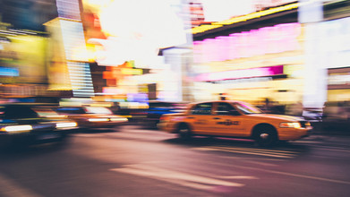 Taxi at Times Square - fotokunst von Thomas Richter