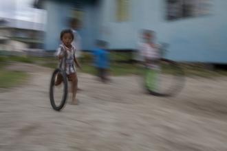 Christina Feldt, Children playing on Mabul island, Borneo, Malaysia (Malaysia, Asien)