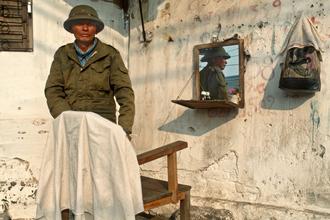 Silva Wischeropp, Strassenfriseur in Hanoi - Vietnam (Vietnam, Asia)