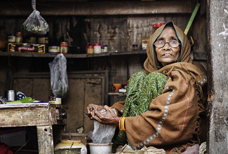 Saleswoman in Varanasi - Fineart photography by Victoria Knobloch
