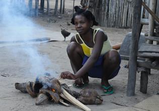 Renate Horak, Feuermachen (Madagaskar, Afrika)