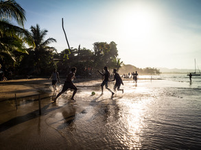 Beach Soccer 2 - fotokunst von Johann Oswald