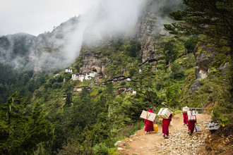 Cristof Bals, Heavy Load (Bhutan, Asia)