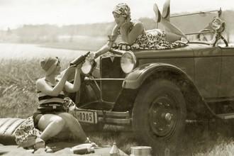 Süddeutsche Zeitung Photo, Frauen beim Picknick (Deutschland, Europa)