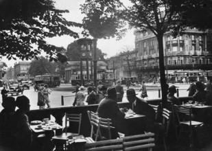 Süddeutsche Zeitung Photo, Straßencafé in Berlin (Deutschland, Europa)