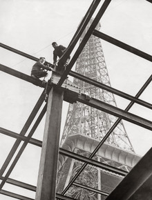 Süddeutsche Zeitung Photo, Construction works in front of the Eiffel Tower (France, Europe)