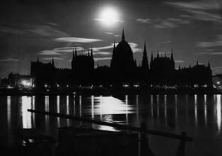 Süddeutsche Zeitung Photo, Budapest bei Nacht (Ungarn, Europa)