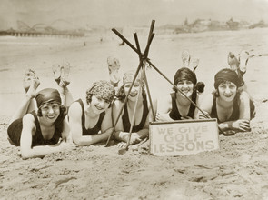 Süddeutsche Zeitung Photo, Women on a beach in California, 1927 (United States, North America)