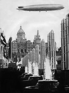 Süddeutsche Zeitung Photo, Zeppelin über Barcelona (Spanien, Europa)