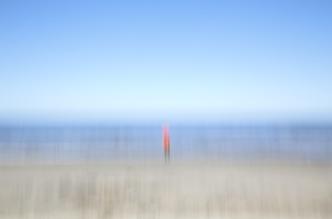 Jens Rosbach, Mann am Strand (Lettland, Europa)