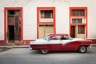 Eva Stadler, Red classic car, Havanna (Cuba, Latin America and Caribbean)