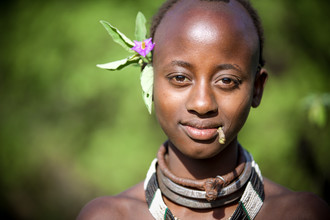 Miro May, Hamer Girl with Flower (Ethiopia, Africa)