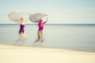 Holger Nimtz, two women on beach #VI (Germany, Europe)