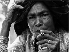 Ricardo Spencer, Timorese woman smoking (East Timor, Oceania)
