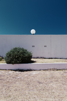 Eva Stadler, Wall, bush and lamp (Südafrika, Afrika)