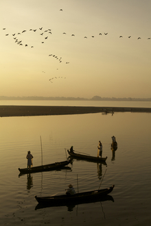 Sunrise at U-Bein bridge, Myanmar - fotokunst von Christina Feldt