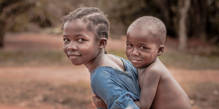 Esteban Tapella, a meeting of glances (Kamerun, Afrika)