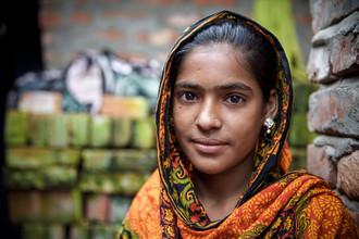 Miro May, View through the wall (Bangladesh, Asia)