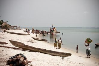 Das Handelsboot - fotokunst von Tom Sabbadini