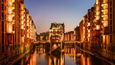 Wasserschloss Speicherstadt in Hamburg - fotokunst von Michael Stein